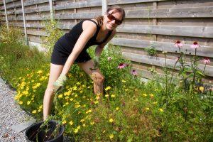 veganist elke aerts in de tuin