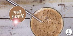 power smoothie met banaan, maca, chia, amandelmelk, koffie